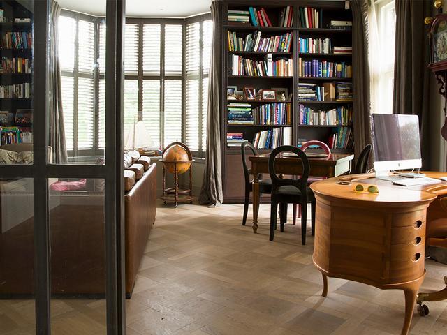 Classy home office met chique meubels elegante accessoires