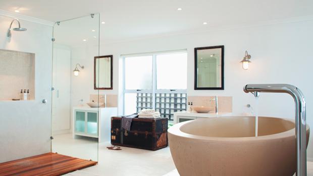 Schlichte Leuchten fürs Bad