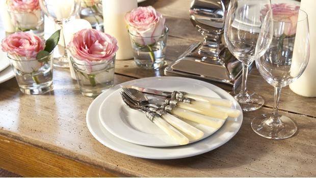 Royales Flair für Tisch & Bad